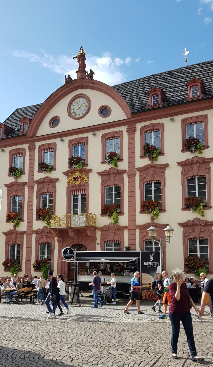 Verkaufsoffener Sonntag in Offenburg vom 13.10.2019 vor dem historischen Rathaus